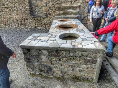 Antiker Kneipentresen