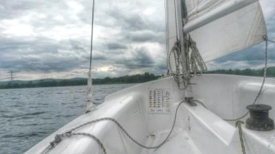 An Bord einer Jolle